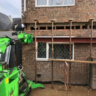 9m-Steel-Beam-Installation-in-Basingstoke1