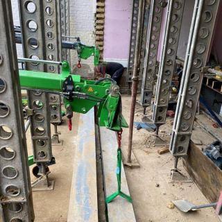 Installing-a-Heavy-Beam-in-East-London1