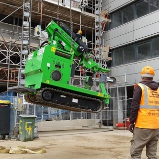Installing-Steel-Beams-on-a-Construction-Site-in-Watford1