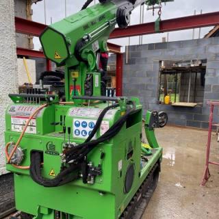 Multiple-Steel-Beams-Installed-in-Farnham1