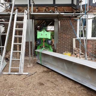 Very-Tight-Steel-Beam-Installation-in-Hampton-Court2